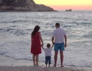 Parenting-child-sea
